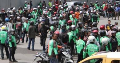Taksi Konvensional Bentrok dengan Gojek di Mal SKA Pekanbaru