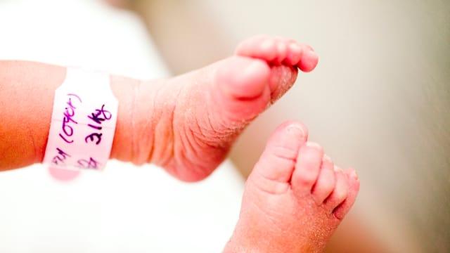 Wajah Anak Terlalu Tampan Sang Ayah Curiga Minta Tes DNA