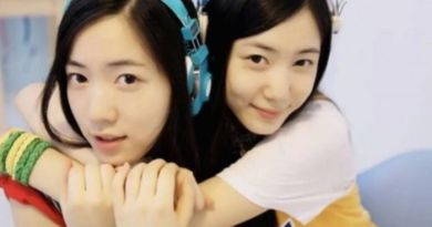 Hwayoung dan Hyoyoung Bikin Sensasi Pakai Baju Super Mini