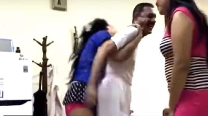 2 TKW Seksi Ini Jadi Sorotan, Goyang Panas dengan Pria Asal Arab