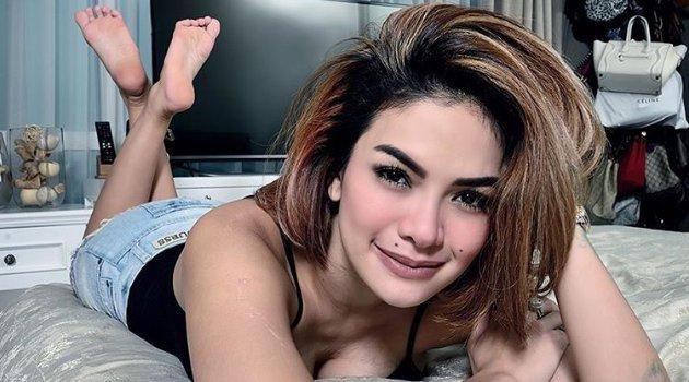 Nikita Mirzani Foto Seksi, Netizen Malah Salfok Degan Bagian Perutnya