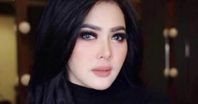Pesawat Delay, Syahrini Terpaksa Makeup di Bandara