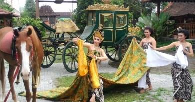 Roro Fitria Berpakaian dan Berpose Bak Ratu Pantai Selatan, Buat Netizen Jadi Kepo