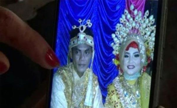 Video Viral Pasangan Ini Seberangi Sungai untuk Menikah
