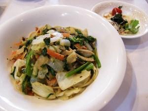 野菜炒めの皿