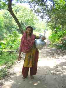 Women in Pabna, rural Bangladesh, carry drinking water in large containers. (Photo: Molly Kile)