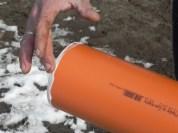 Um die Rohre zu verbinden, am Ende mit Vaseline einschmieren, damit es ordentlich rutscht.