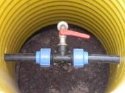 Der Schacht soll später zum Entwässern der Gartenwasserleitungen dienen.