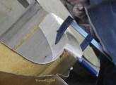 Die untere Kante stabilisiert die Teile, also wurde sie neu angeschraubt. / The lower edge stabilized the pieces, so it was screwed again.