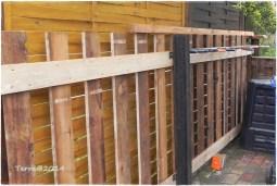 Dann wurden die hinteren Bretter anmontiert. / Than the back planks were put.