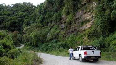 O nosso GPS nos levou para esta estrada secundária