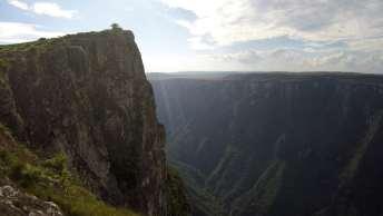Paredões de mais de 1.000 metros de altura