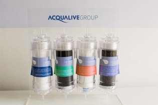 Os filtros Niion de 4 estágios da Acqualive. Para garantir uma água de qualidade e alcalina em nossa viagem