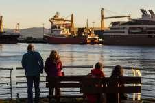 Turistas observando o Canal de Beagle