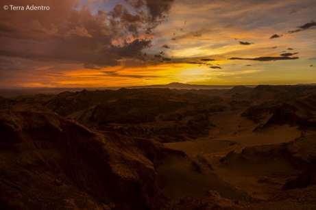 Nos despedindo de San Pedro do Atacama com este lindo pôr do sol na Cordilheira de Sal