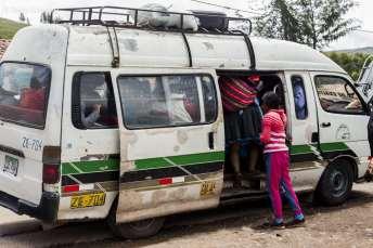 As vans lotadas de passageiros