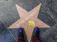Na Calçada da Fama, em frente à uma lenda do cinema mundial