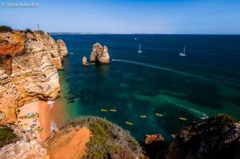 Em muitas das praias, o acesso é feito apenas por barco ou caiaques.