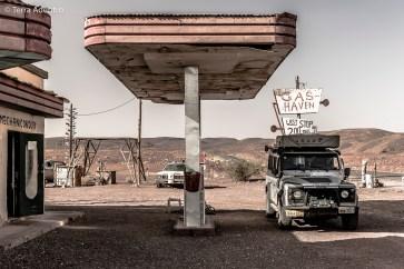 O Posto de Gasolina abandonado na beira da estrada.