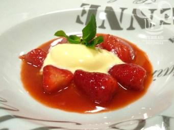 Receta de fresas a la pimienta con helado de mascarpone