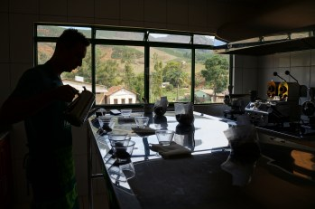 Laboratório para controle de qualidade na sede das Fazendas Klem