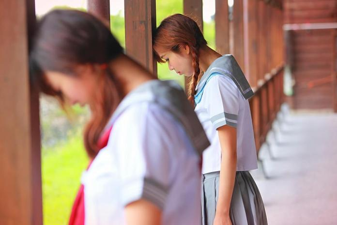 1 terrapapers.com_kataskevi ipikoon Schoolgirls_Brown