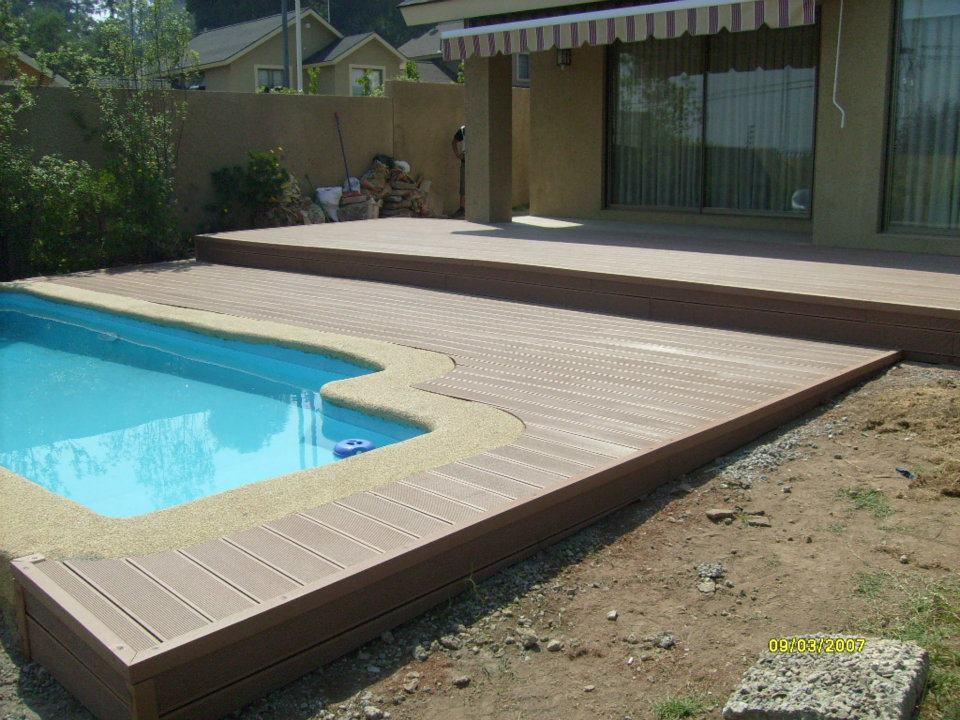 Bordes de piscina en madera suelo tipo deck