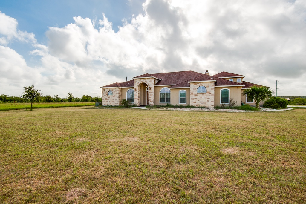 Image for 1833 Skyview Dr, Floresville, TX 78114