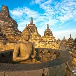 Visitar el templo budista más grande del sur este asiático: Borobudur.