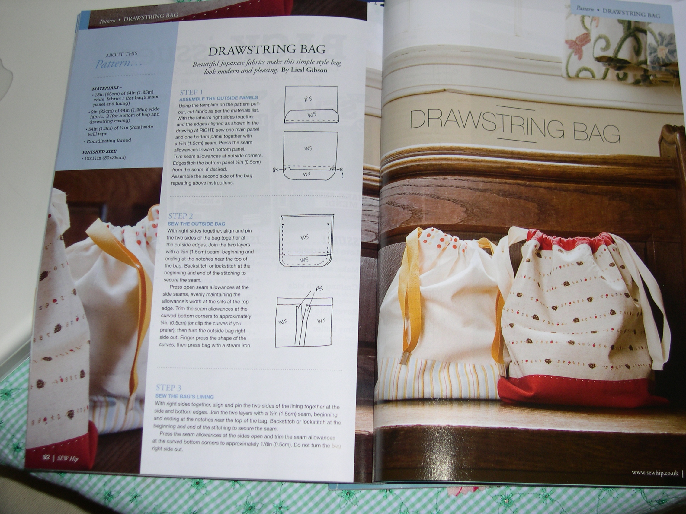 Sew Hip-Mar09-drawstring bag project