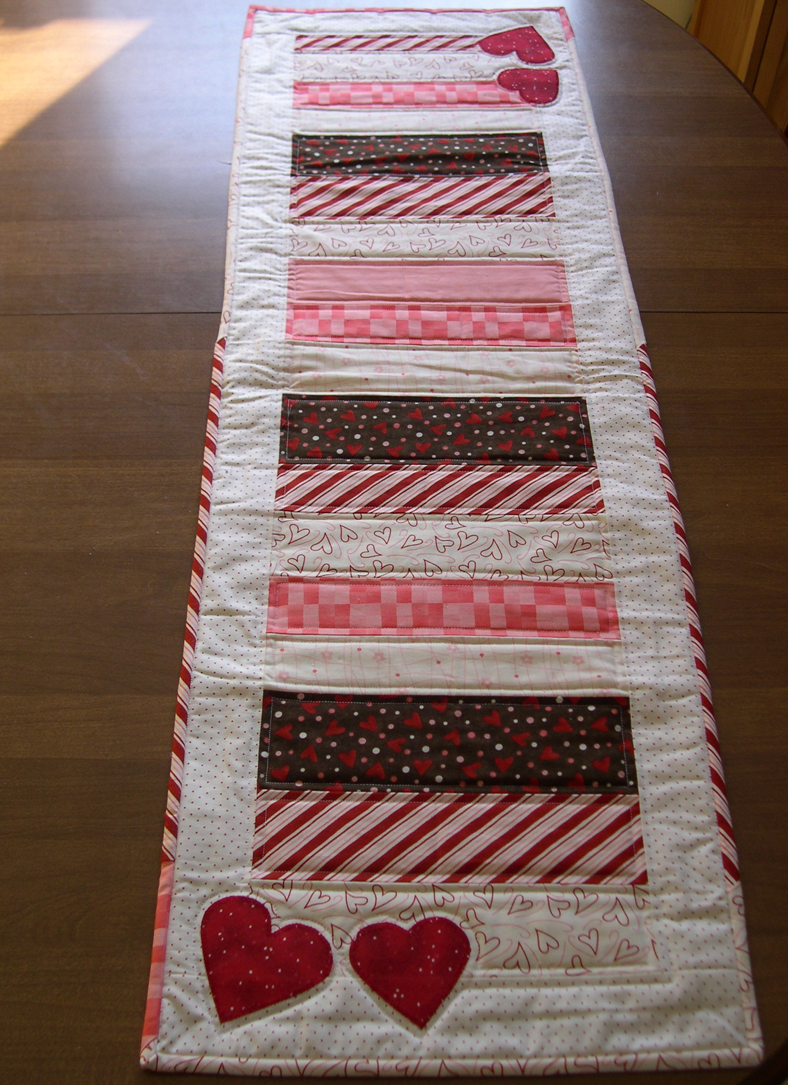 33 Beautiful Table Runner Patterns For Valentines Day
