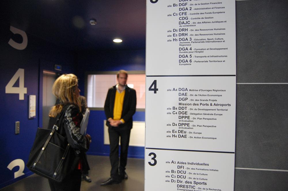 Conseil Région Nord-Pas de Calais / Devant l'ascenseur
