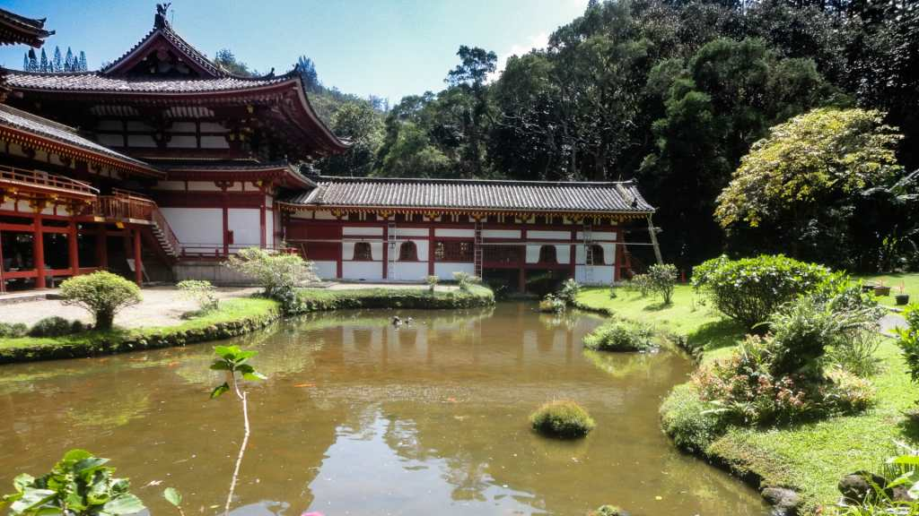 Byodo-In Temple lagoon