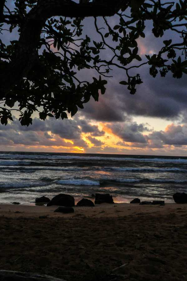 Friday Fotos – Sunrise at Nukoli'i Beach