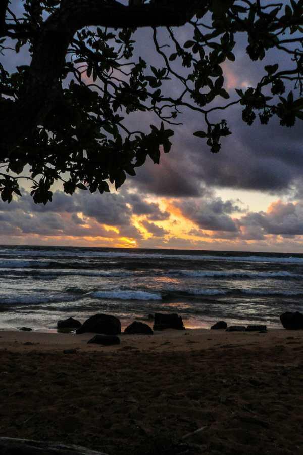 Friday Fotos – Sunrise at Nukoli'i Beach