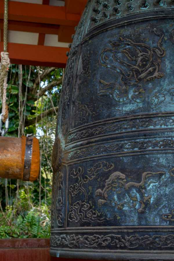 Friday Fotos – The sacred bell at Byodo-In Temple