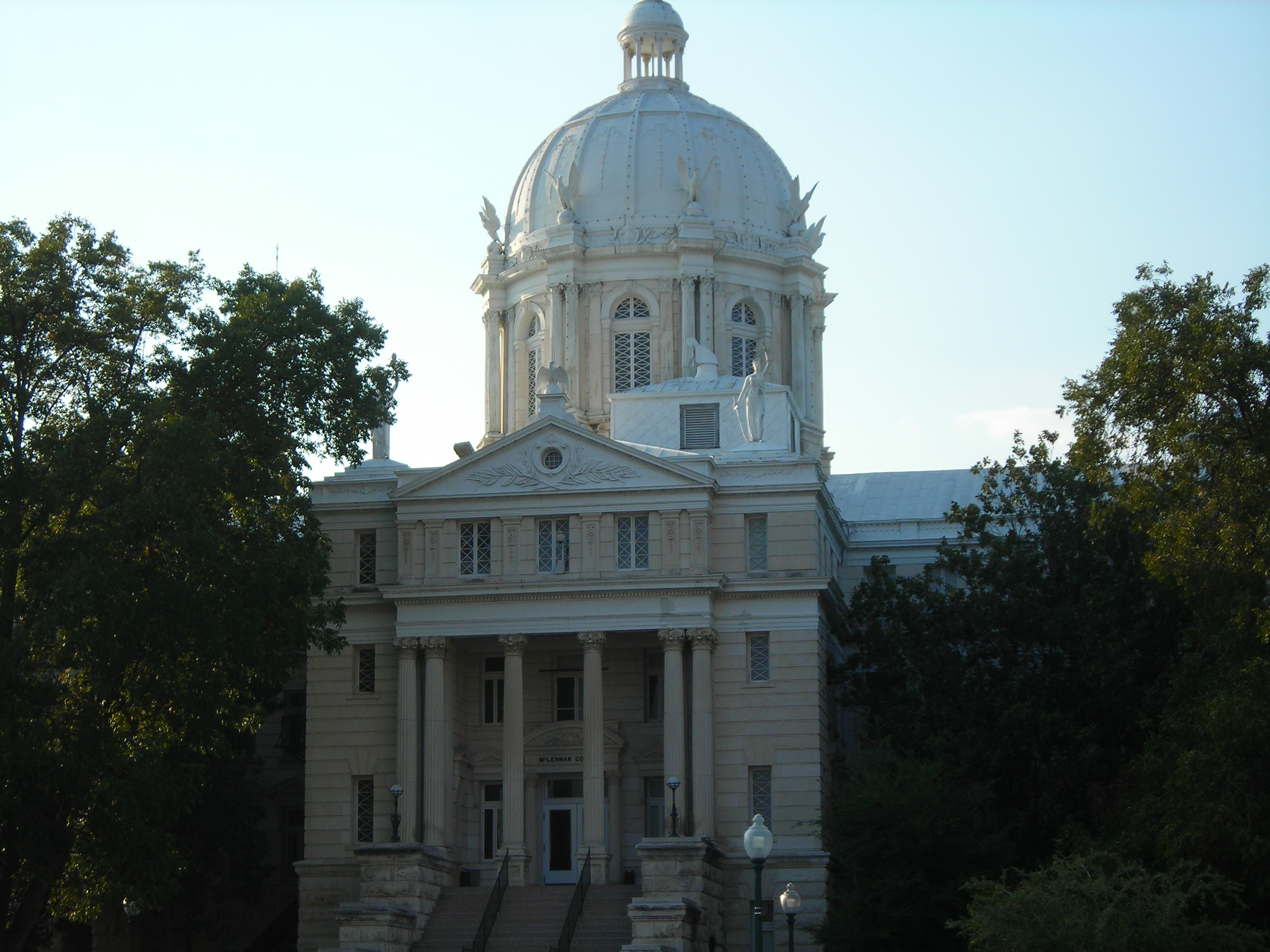 county courthouse (yawn). where's the junk?!