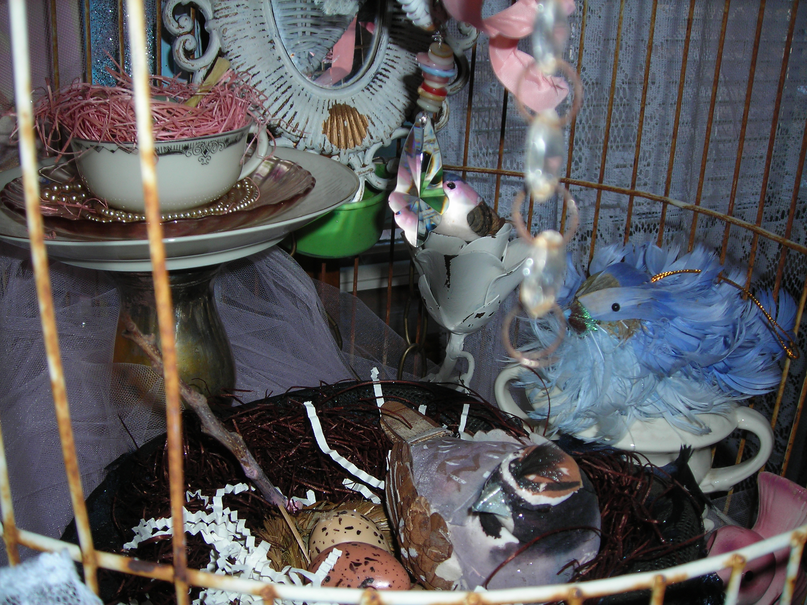 a peek inside the birdie cage ...