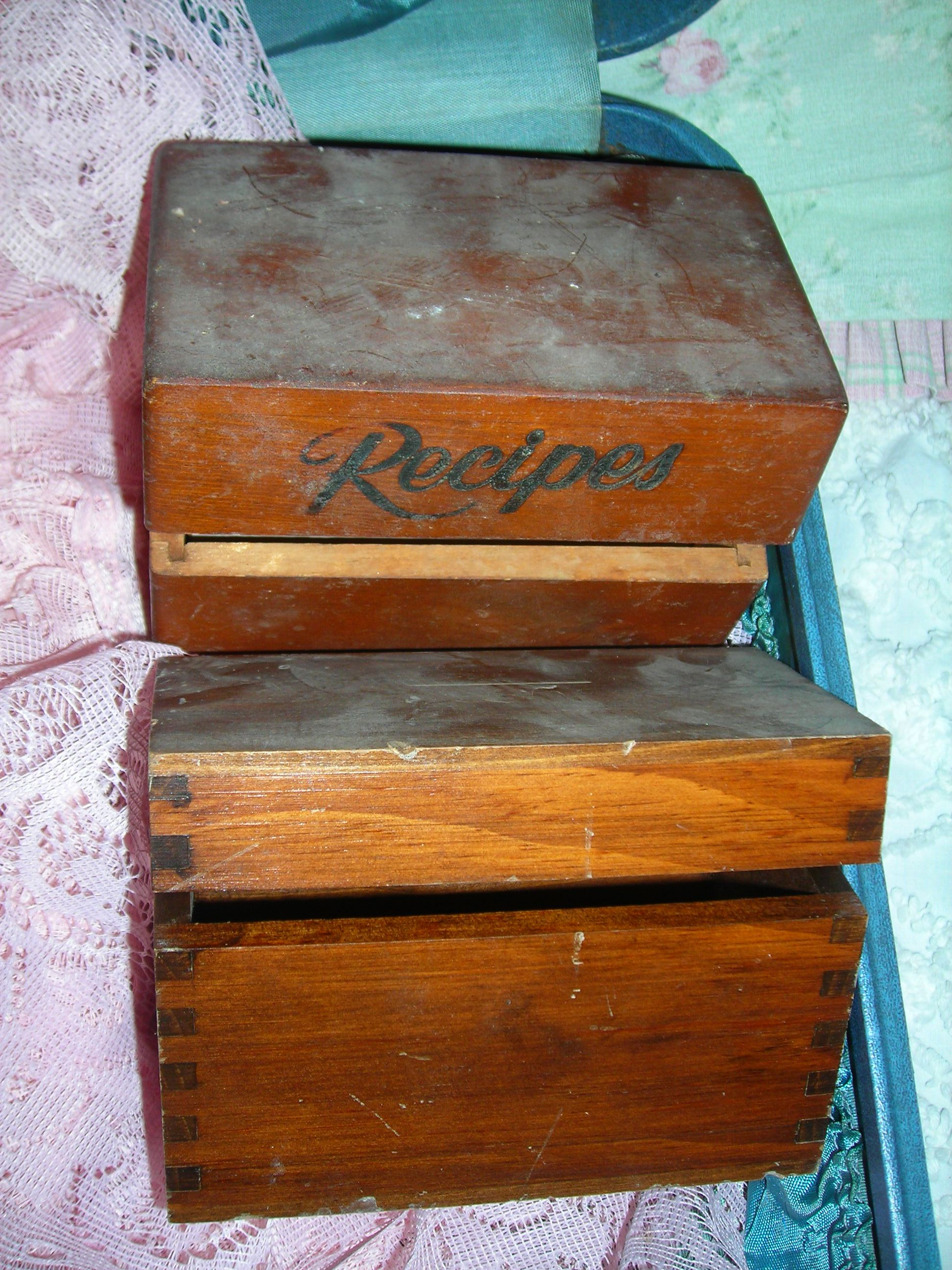 these old wooden boxes just whimpered and whined until i picked them up. so dusty, so musty. will shabby them up with some pink paint and bling