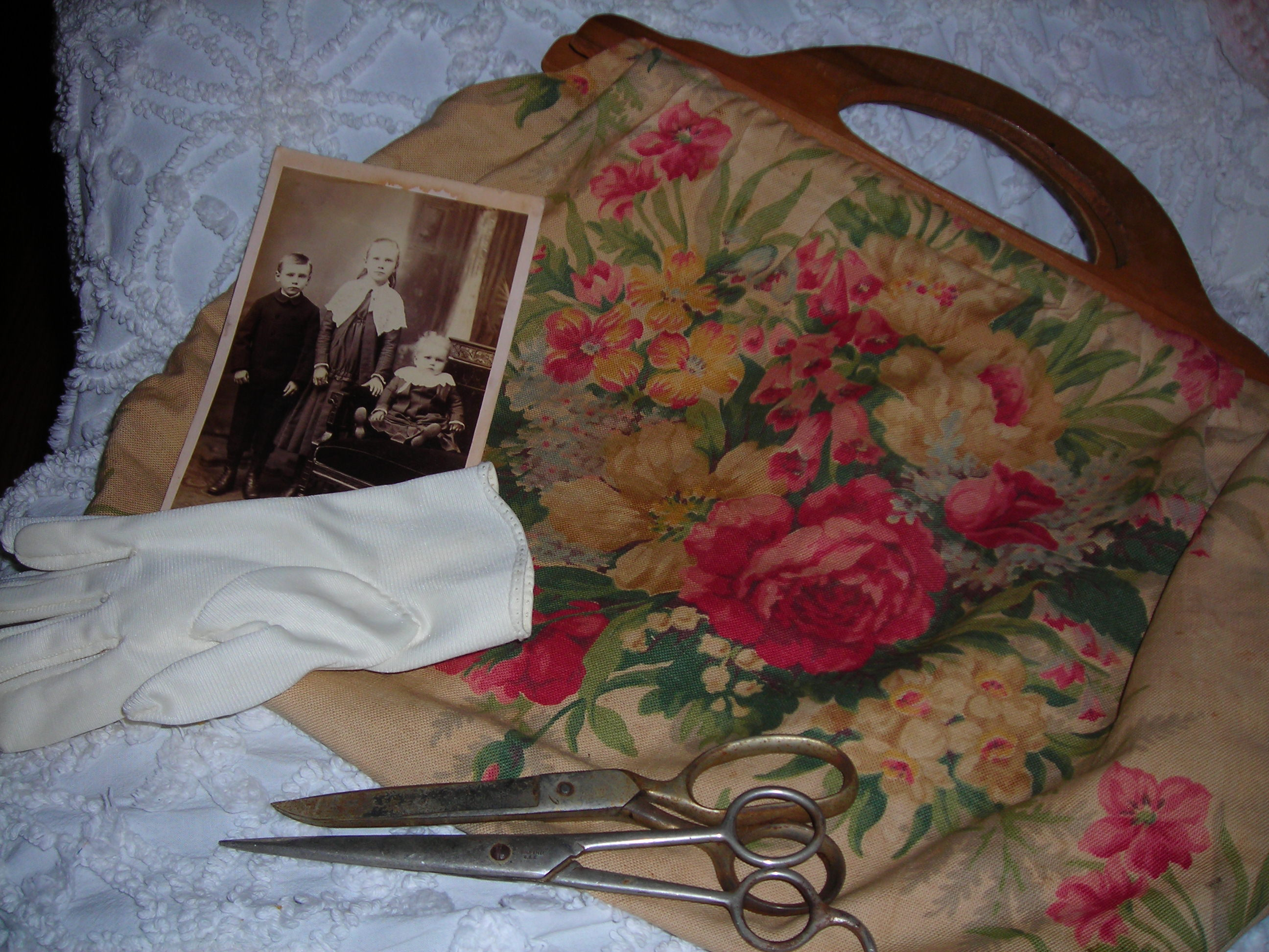 this is a compilation from several sales ... sweet vintage gloves, vintage scissors, old photo and a MARVELOUS vintage tote (purse) covered in roses. ohmygawd. LOVE these!