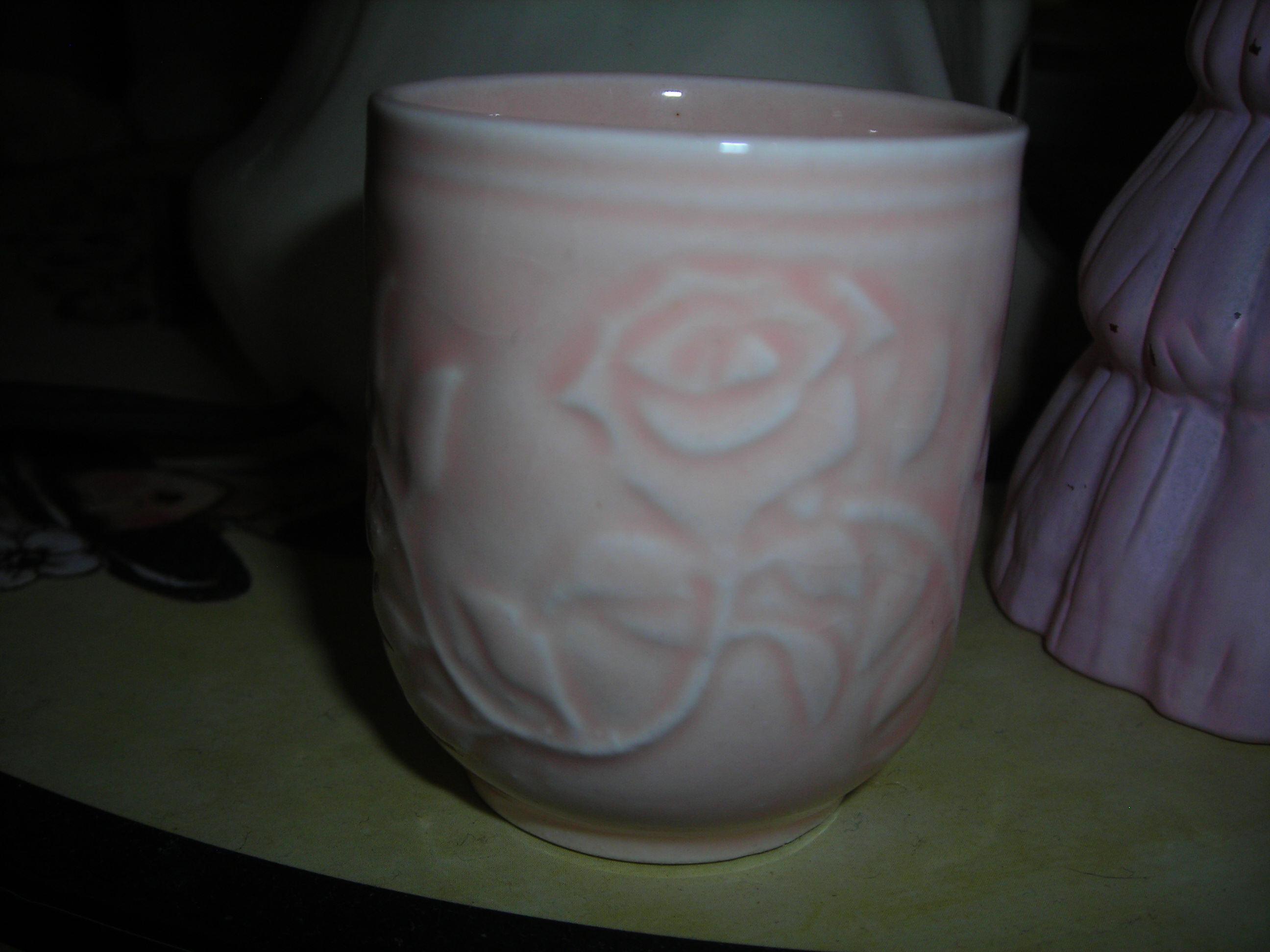 you can't tell by the pic, but this little beauty is VERY tiny. about 1 1/2 inches tall. love its pinkness and rose designs