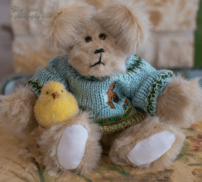 easter-boy-bear-with-chick-900-013
