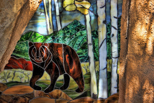 bear-stained-glass-640x427