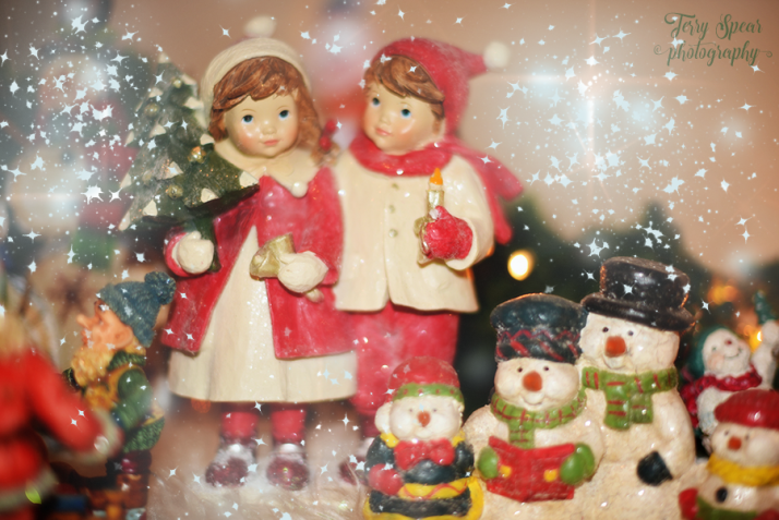 christmas-decoration-boy-and-girl-and-snowmen-with-glow-900