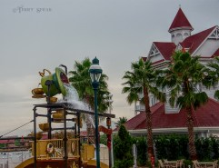 Mad Hatter water3 900 Orlando Disney RWA 2017 3628
