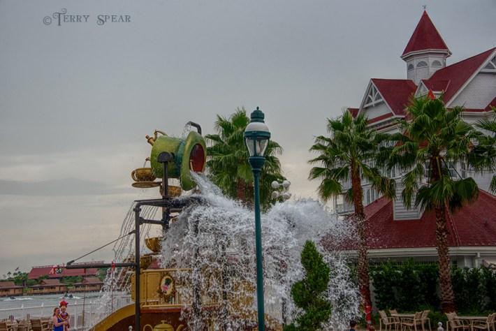 Mad Hatter water4 900 Orlando Disney RWA 2017 3632