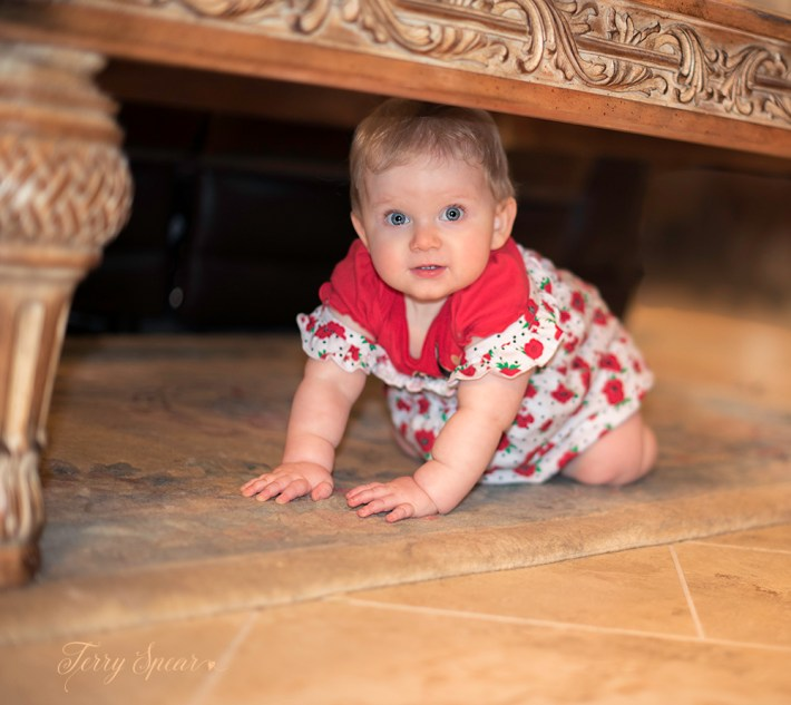 baby under table 1000 069