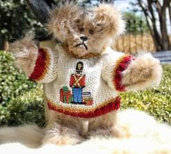 Drummer boy sweater bear (640x578)