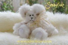 white champagne tipped bear Snowflake bear 1000 019