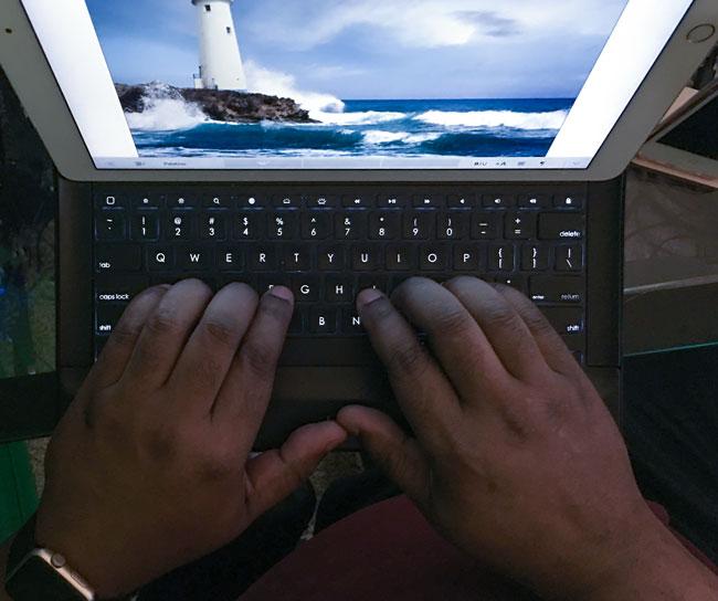 Logitech Create Keyboard for iPad Pro backlit